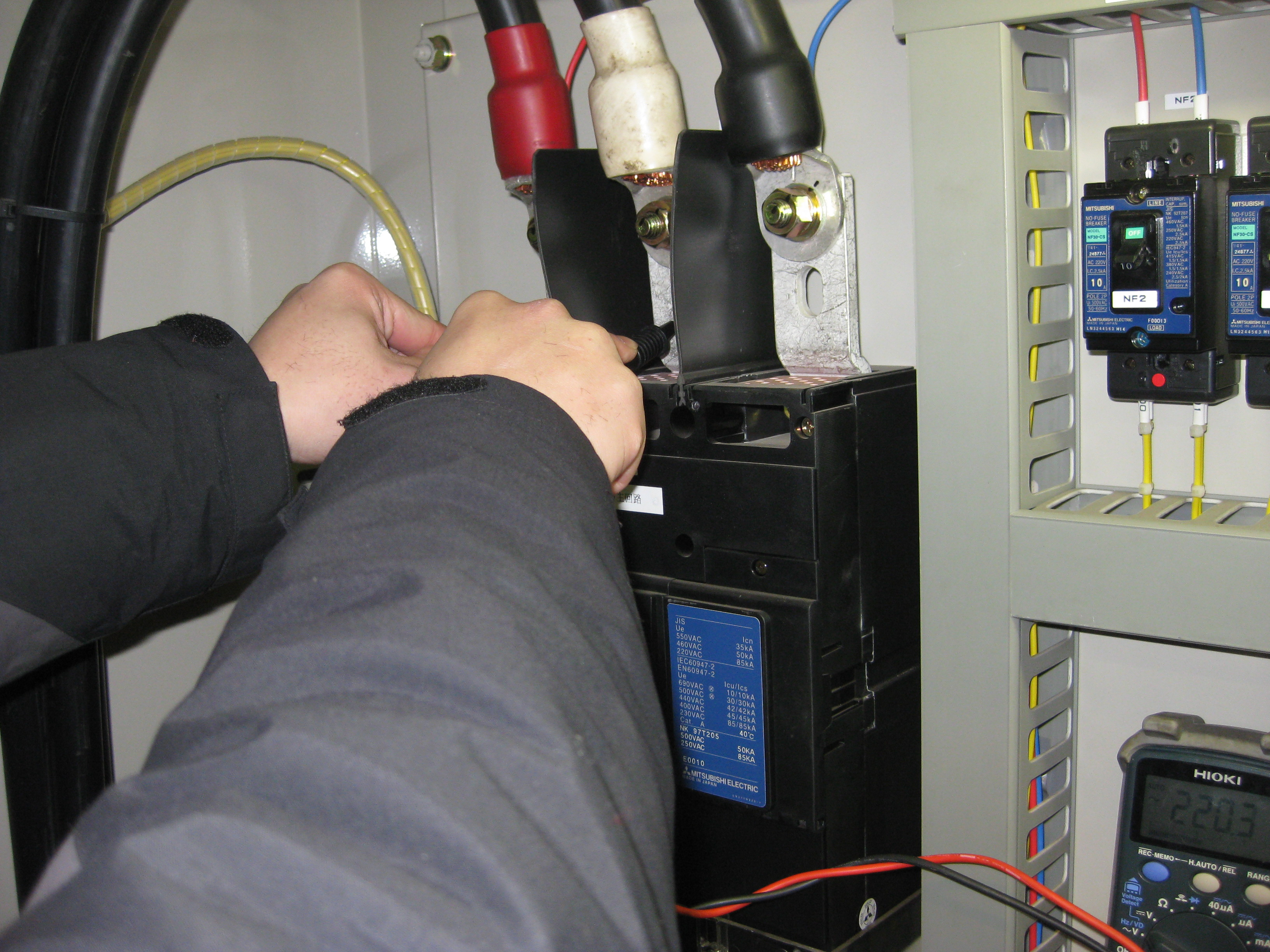 一般点検:電圧測定