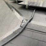 施工事例 : 太陽光パネルが乗った屋根のリフォーム1